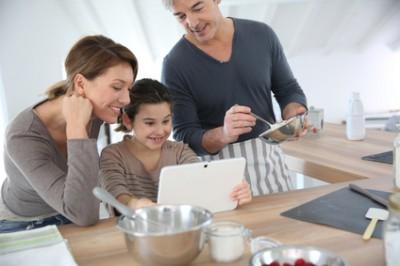 Famille dans une cuisine